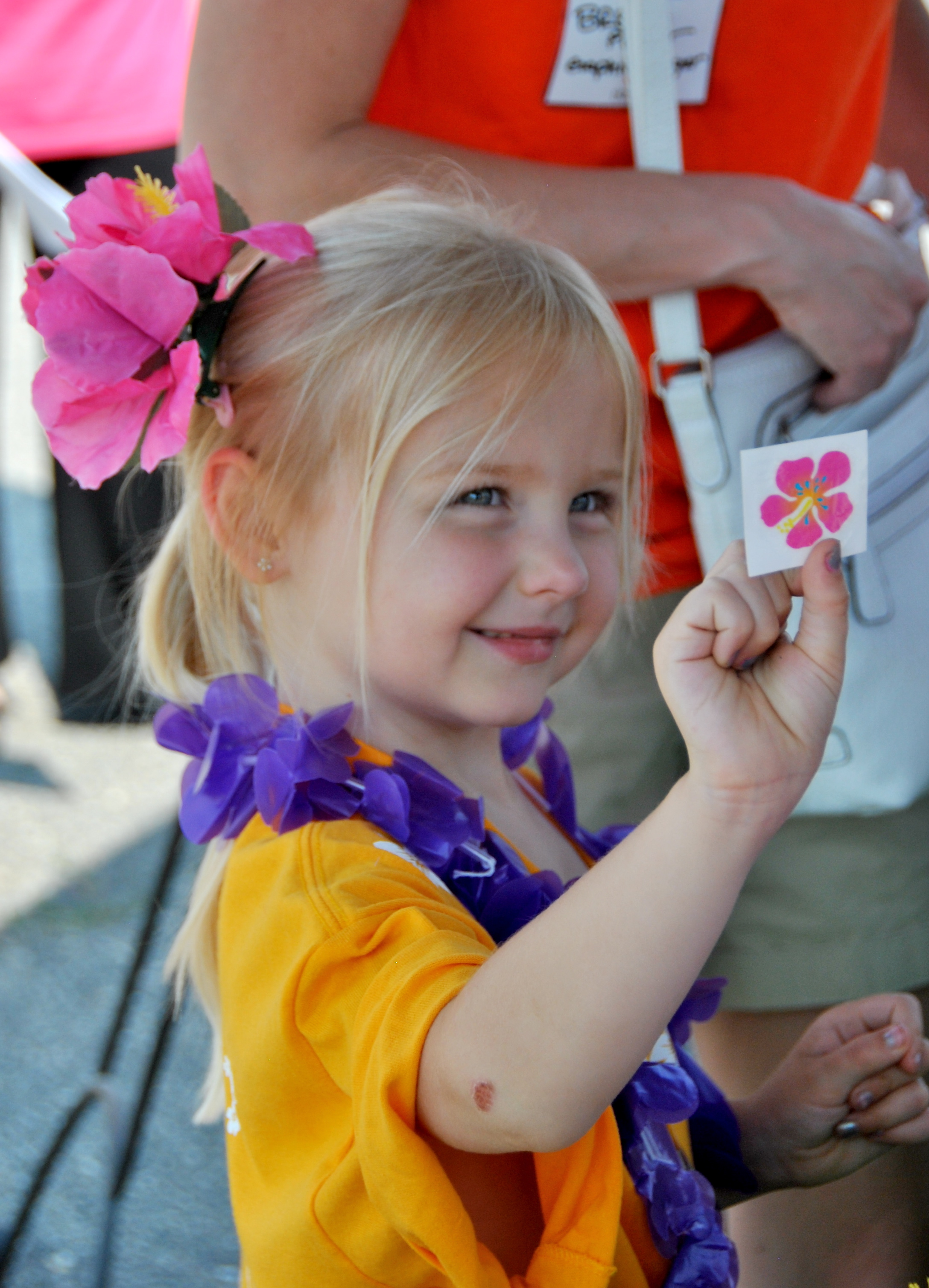 Go Hawiian for Hospice young girl