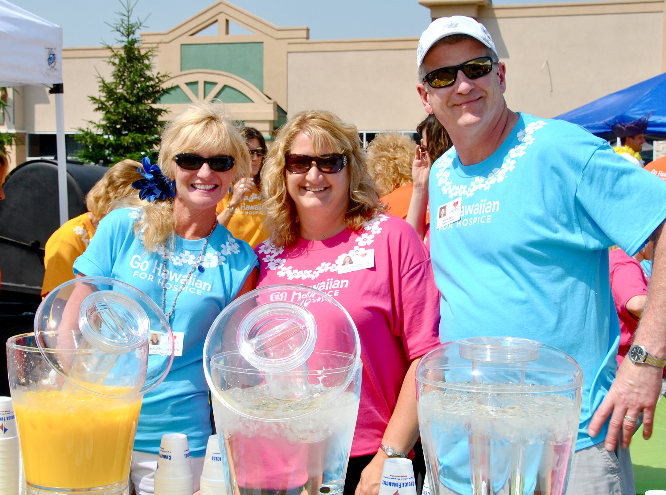 Go Hawaiian for Hospice event volunteers